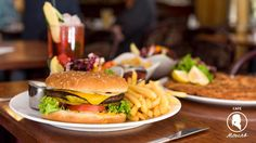 Mozart - Cafe - Restaurant - Cocktail Bar   www.cafe-mozart.info #Cafe #Mozart #Restaurant #Cocktail #Bar #Muenchen #Fruehstueck #Kuchen #Mittagsmenu #Lunch #Sendlingertor #Placetobe #Kaffee Cafe Restaurant, Hamburger, Cocktails, Lunch, Beef, Ethnic Recipes, Food, Kaffee, Kuchen