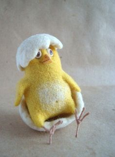 chick in egg - felted Easter chick Wool Needle Felting, Needle Felting Tutorials, Needle Felted Animals, Wet Felting, Felt Animals, Chicken Crafts, Felt Mouse, Felt Baby, Felt Birds