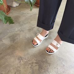 This comfy pair of leather slippers gives your footsies some TLC in every stride! Asian Street Style, Leather Slippers, Girl Things, Asian Fashion, Fashion Styles, Bling Bling, Street Fashion, Birkenstock, Mad