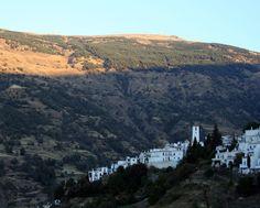 """#Granada - #Capileira 36º 57' 27"""" -3º 21' 24"""" / 36.957500, -3.356667  Foto de Julia Soler (@Júlia Soler) Descendiendo del pico Mulhacén (por la carretera más alta de Europa: 3200 metros) se llega a esta hermosa localidad alpujarreña. Declarada conjunto histórico artístico."""