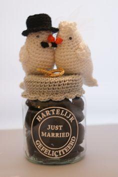 Haken Crochet Box, Crochet Birds, Crochet Teddy, Cute Crochet, Crochet For Kids, Beautiful Crochet, Crochet Crafts, Crochet Projects, Crochet Jar Covers