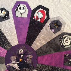 Ring of coffins pattern finished in a Jack Skellington theme Fall Quilts, Scrappy Quilts, Mini Quilts, Halloween Quilt Patterns, Halloween Quilts, Halloween Sewing Projects, Halloween Prop, Halloween Witches, Happy Halloween