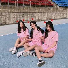 Korean Fashion Casual, Ulzzang Fashion, Boy And Girl Friendship, Aesthetic Korea, Korean Best Friends, Bff Goals, Friend Goals, Boy Squad, Couple Photoshoot Poses