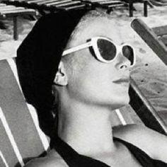Grace Kelly - Princess Grace of Monaco. White Sunglasses, Summer Sunglasses, Cat Eye Sunglasses, Vintage Sunglasses, Audrey Hepburn, Princesa Grace Kelly, Patricia Kelly, Grace Kelly Style, Mode Turban