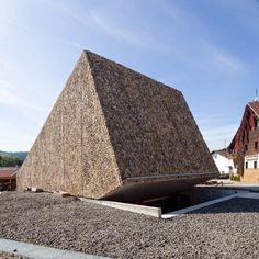 La salle de concert inclinée de Peter Haimerl, à Blaibach, en Allemagne - Architecture