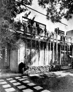 Detalle de la entrada, Casa en Lomas, Monte Antuco 155, Lomas de Chapultepec, Miguel Hidalgo, Ciudad de México 1948 (modificado)  Arq. Jorge Rubio -   Detail of the entranceway, Casa en Lomas, Monte Antuco 155, Lomas de Chapultepec, Miguel Hidalgo, Mexico City 1948 (modified)