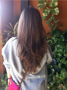 Have you ever been enchanted by a V-cut hairstyle for its flattering shape? It always makes our hair look so charming with its amazing shorter length layers. Today, we'll provide you with some good-looking pictures of the amazing V-cut hairstyles. Check out if there's one suitable for you and take it to your hairdresser soon! …