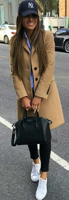 #spring #outfits brown trench coat. Pic by @questionlook Cozy Outfits, Smart Casual Winter Outfits, Classy Winter Fashion, Smart Casual Women Summer, Winter Coat Outfits, Hat Outfits, Everyday Casual Outfits, Capsule Outfits, Winter Outfits Women