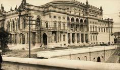 Teatro Municipal em obras.