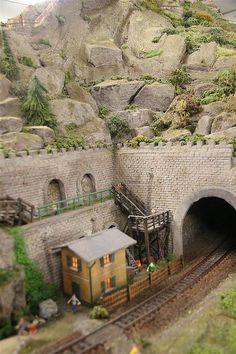 Hij is terug! DE must-have website voor Epoche 1 en 2 liefhebbers! Train Ho, Train Tunnel, N Scale Trains, European Models, Hobby Trains, Real Model, Model Train Layouts, Ho Scale, Model Trains