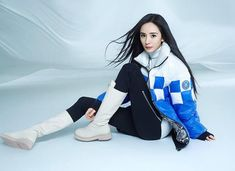 Rain Jacket, Windbreaker, Poses, Jackets, Fashion, Yang Mi, Down Jackets, Moda, La Mode