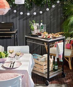 Serve food on a smart utility cart that's easy to move around, such as IKEA KLASEN utility cart in stainless steel. Ikea Outdoor, Patio Seating, Patio Dining, Patio Tables, Plein Air Ikea, Ikea Exterior, Ikea France, Ikea Portugal, Outdoor Furniture Design