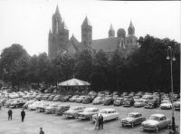 Vrijthof. Zuid Westen. Overzicht van het plein voor de bouw van de parkeergarage.1951