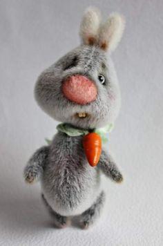 Ташкины мишки Teddy Bears: друзья Тедди - Заяц Хрусь.  Smokey Long pile, внутри синтепух и металлический гранулят. 6 шплинтов, голова качается. Глазки стеклянные. Нос из мини-вискозы. Зубки и морковка - полимерная глина, лак. Вискозная шебби-лента.