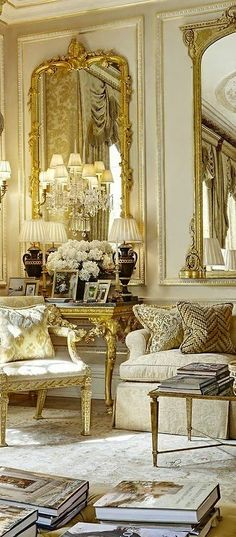 Having a Great French Living Room Furniture Wanting to create an impressive living room furniture decor for your home? Do you prefer to decorate a living room with furniture that is French? Classic Interior, Luxury Interior, Gold Interior, Casa Mix, French Living Rooms, Style Deco, Paris Apartments, French Furniture, Furniture Nyc