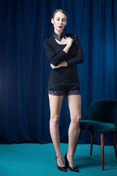 Shorts aus Wolle mit Spitzenabschluss - fair hergestellt von House of Wolf! Faire Mode aus Deutschland über DaWanda | faire coole Mode online, Mode made in Germany, coole elegante Outfits