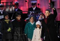 Obamas at the National Christmas Tree Lighting © Getty Images: President Barack Obama waves as he arrives with his daughters Sasha and Malia, mother-in-law Marian Robinson, and first lady Michelle Obama at the National Christmas Tree lighting ceremony at the Ellipse, south of the White House, in Washington, DC.