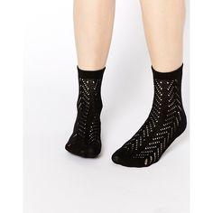 ASOS Pelerine Ankle Socks (18 BRL) ❤ liked on Polyvore featuring intimates, hosiery, socks, black, black hosiery, tennis socks, black socks, black short socks and black ankle socks