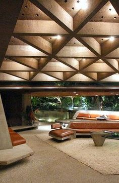 Mid-century architecture: Let's fall in love with the most amazing mid-century modern interior design projects Mid-century Interior, Modern Interior Design, Interior Decorating, John Lautner, Beton Design, Interior Design Software, Mid Century House, Ceiling Design, Interior Architecture