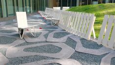 In Arnhem (The Netherlands) the Strootman Landscape Architects have designed 2 courtyards of a new offices complex. For the Binnerhof they have created 20 cart-seats incorporated in the white wooden fence. The cart-seats are pannelled stone...