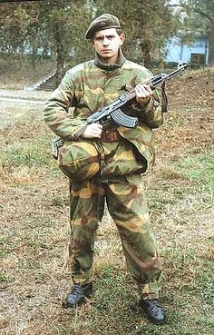 Hi Fellow collectors, I thought you might like to see this JNA MOL (Maskirno Odelo Letnje ) sniper suit from my collection, as can be seen from the pictures I have provided this particu Army Uniform, Military Uniforms, Army Camouflage, Military Pictures, Paratrooper, Red Army, Military Weapons, Daily Pictures, Cold War