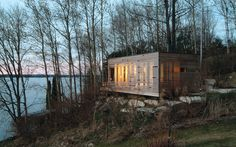 Sunset Cabin, Ontario, CA Camouflaged privacy on one of Ontario's most pristine shorelines? Yes, please!  30 Cool Cabins Around the World   Active Junky
