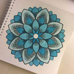 """Képtalálat a következőre: """"gromova ksenya"""" Easy Mandala Drawing, Mandala Doodle, Doodle Art Drawing, Mandala Art Therapy, Mandala Art Lesson, Mandala Artwork, Art Drawings Sketches Simple, Pencil Art Drawings, Doodle Art Designs"""