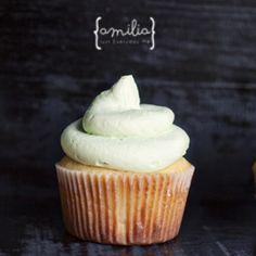 Perfect vanilla cupcakes with sweet vanilla buttercream. Delicious!