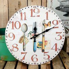 Bajeczny zegar retro doskonale pasujący na przykład do kuchni.  Więcej na: www.lawendowykredens.pl