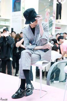 170501 G-Dragon - Fanmeet Event in Myeongdong Daesung, Vip Bigbang, Beige Aesthetic, Aesthetic Vintage, Asian Boys, Asian Men, Kpop Fashion, Mens Fashion, G Dragon Fashion