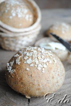 Zabpehelylisztes teljes kiörlésű zsemle Bread Recipes, Vegan Recipes, Good Food, Yummy Food, Healthy Food, Bobe, Bread Rolls, How To Make Bread, Diy Food