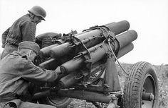 German 15 cm Nebelwerfer 41 multiple rocket launcher in Russia summer Credit: Bundesarchiv Bild Nagasaki, Hiroshima, German Soldiers Ww2, German Army, Luftwaffe, Germany Ww2, Ww2 Photos, Ww2 Tanks, Big Guns