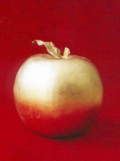 http://foxywiththetruth.files.wordpress.com/2011/09/golden-apple-greek-mythology-687033_396_530.jpg