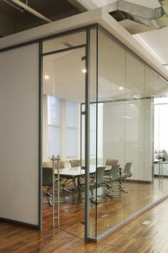 Acme 50 seamless glass walls in a boardroom application.