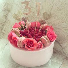 Geburtstagstorte Torte Macarons Rosen Blumen Cake Geburtstagskuchen Kuchen Himbeeren Rosa Mädchen Traum oosaraoo Blogger Rezept