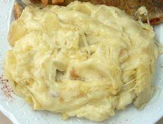 Latruffade est un plat à base de pommes de terre, de tomme du Cantal, d'ail, de sel et de poivre, généralement accompagné de jambon fermierLire la suite