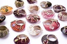 Anelli+unici+realizzati+con+conchiglie+vere+su+cui+sono+incastonate+pietre+preziose  -cosmopolitan.it