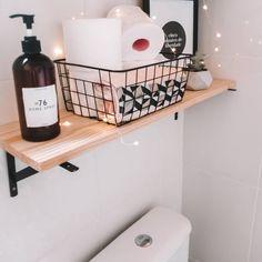 Prateleira para banheiro: 25 fotos e outros tutoriais para fazer essa peça Bathroom Storage, Amazing Bathrooms, My Room, Rustic Decor, New Homes, Sweet Home, House Design, Home Decor, Puff Gigante