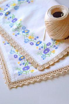 Crochet Edging And Borders Anabelia Handmade: Two free crochet borders Crochet Simple, Crochet Diy, Easy Crochet Projects, Crochet Home, Thread Crochet, Crochet Crafts, Crochet Edging Patterns, Crochet Lace Edging, Crochet Motifs