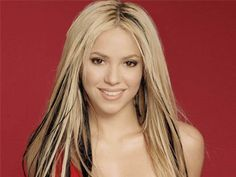 Shakira blonde with black streaks black highlights interspaced with blonde gave . Shakira blonde w White Blonde Hair, Black And Blonde, Side Swept Hairstyles, Permed Hairstyles, Black Highlights, Hair Highlights, Shakira Hair, Shakira Mebarak, Haircuts For Long Hair With Layers