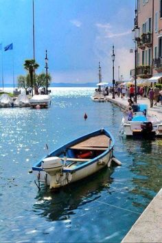 Lazise - Lake Garda, Veneto, Italy, province of Verona, summer vacation Places Around The World, The Places Youll Go, Places To See, Around The Worlds, Verona, Wonderful Places, Beautiful Places, Lake Garda Italy, Comer See