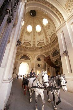 Horse drawn carriage in old Vienna, 1st district, Wein Copyright: Thomas Tatko
