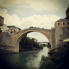 2010, Βοσνία, η μαρτυρική γέφυρα του Μόσταρ.