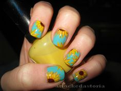 lazy lazy sunflower nails.. trying to get back in the nail art swing.    Gorgeous gorgeous GORGEOUS.