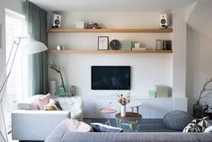 Familiehuis in Haarlem Living Room Tv, Home And Living, Living Spaces, Home Theather, Timber Shelves, Small Apartment Interior, Muebles Living, Home And Deco, Room Inspiration