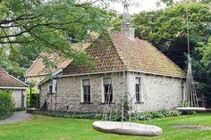 Douwe Egberts - Museum Joure.  Egbert Douwes Geboortehuis. Het Egbert Douwes Geboortehuis uit Idskenhuizen is in 1981 afgebroken en overgebracht naar Museum Joure. Egbert Douwes, is de grondlegger van Douwe Egberts. Naar zijn zoon Douwe Egberts, geboren in 1755, is het concern genoemd.