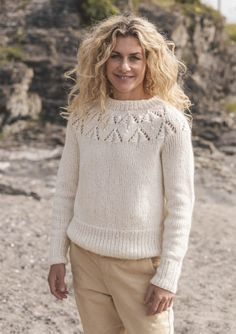 Cecilie Skog - Genser til dame som strikkekit Sweater Knitting Patterns, Lace Knitting, Knitting Designs, Knitting Projects, Knit Crochet, Avercheva Ru, Pullover Design, Yarn Shop, Drops Design