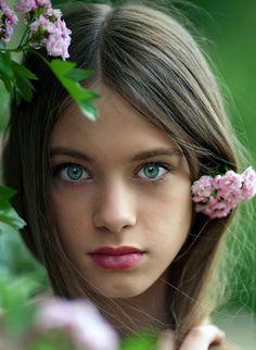 Gorgeous girl- pretty green eyes beautiful babies, beautiful children, most Gorgeous Eyes, Pretty Eyes, Cool Eyes, Gorgeous Girl, Amazing Eyes, Gorgeous Women, Beautiful Beautiful, Beautiful Children, Beautiful People