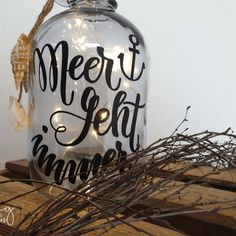 Make bottle lamps with fairy lights and the plotter., Make bottle lamps with fairy lights and the plotter. Plotter Silhouette Portrait, Silhouette Cameo Freebies, Shower Door Hardware, Modern Apartment Design, Kitchen Lamps, Bottle Crafts, Door Design, Fairy Lights, Diy Gifts