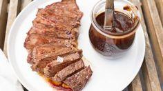 Zacht gegaard rundvlees van de bbq mét barbecuesaus - Culy.nl Summer Recipes, Slow Cooker, Steak, Bbq, Pork, Summer Food, Barbecue, Kale Stir Fry, Barrel Smoker